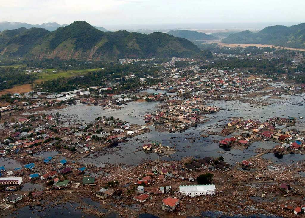 US_Navy_050102-N-9593M-040_A_village_near_the_coast_of_Sumatra_lays_in_ruin_after_the_Tsunami_that_struck_South_East_Asia1.jpg